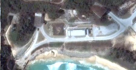 موسوعة سلاح الغواصات الصينيه  Hainan-tunnels_tn